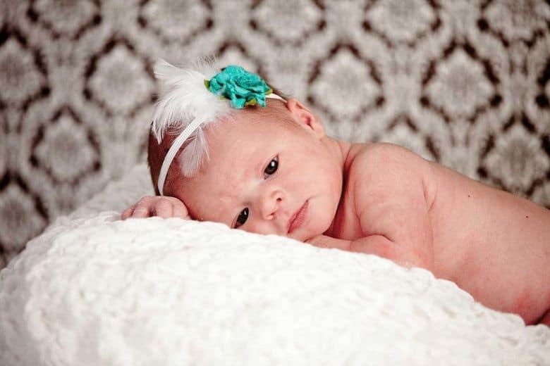 Цвет глаз у новорожденных: когда меняется, таблица