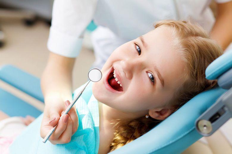 До скольки лет выпадают молочные зубы